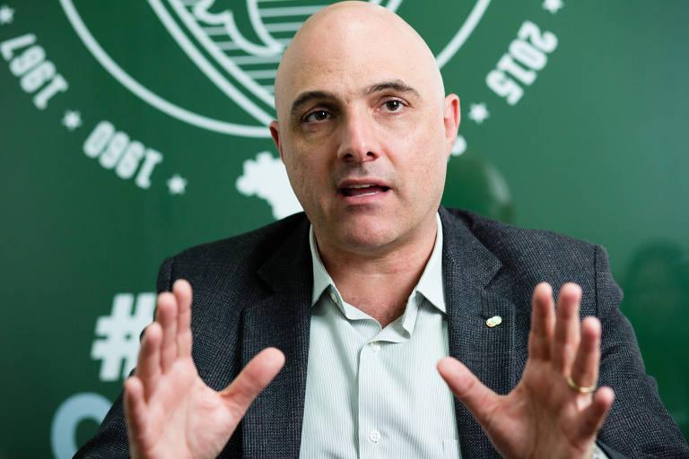 O presidente do Palmeiras e candidato à reeleição Mauricio Galiotte concede entrevista à Folha
