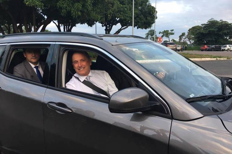 Onyx Lorenzoni chega para seu casamento em Brasília