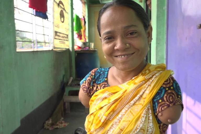 Banu Akter saiu de casa e buscou acolhimento em outro vilarejo. Na mesma época, ela começou a fazer artesanato para se sustentar