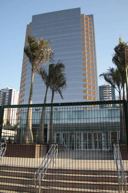 A torre Pituba foi erguida em contrato de locação firmado em 2010 entre Petrobras e o Petros, o fundo de pensão dos funcionários da estatal