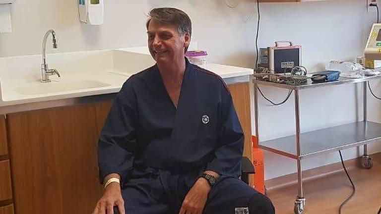 Jair Bolsonaro se submeteu a uma série de exames pré-operatórios na sexta-feira (23) no hospital Albert Einstein; ele vai retirar a bolsa de colostomia em dezembro