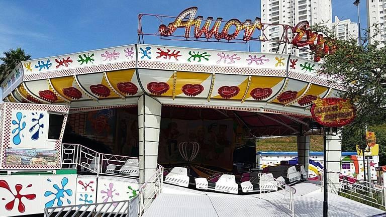 Brinquedo 'Amor Express' é uma das atrações do Mix Park, no estacionamento do Shopping Taboão