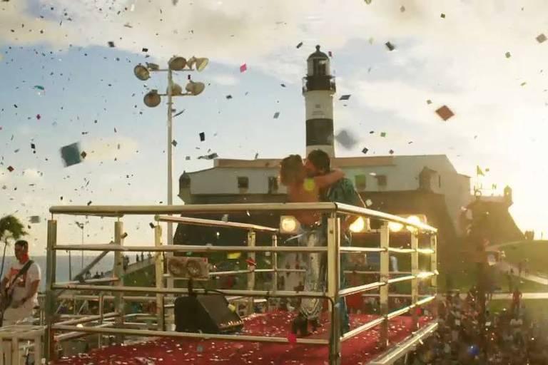 """Protagonistas Beto (Emilio Dantas) e Luzia (Giovanna Antonelli) em cena final de """"Segundo Sol"""""""