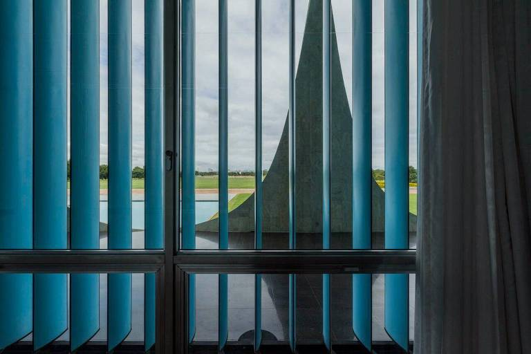 Artistas retratam Brasília em construção e ruínas