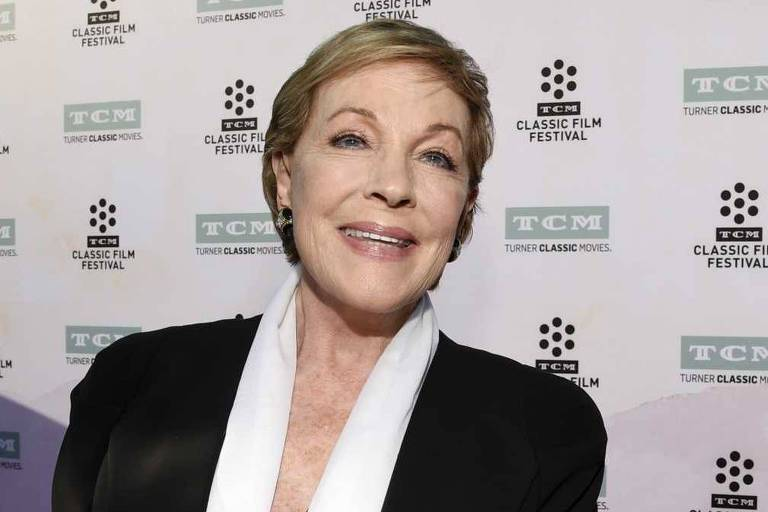 "Julie Andrews durante evento pelos 50 anos do filme ""A Noviça Rebelde"""