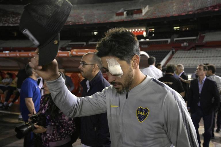 O jogador Pablo Pérez, ainda no Monumental de Nuñez, com a bandagem no olho