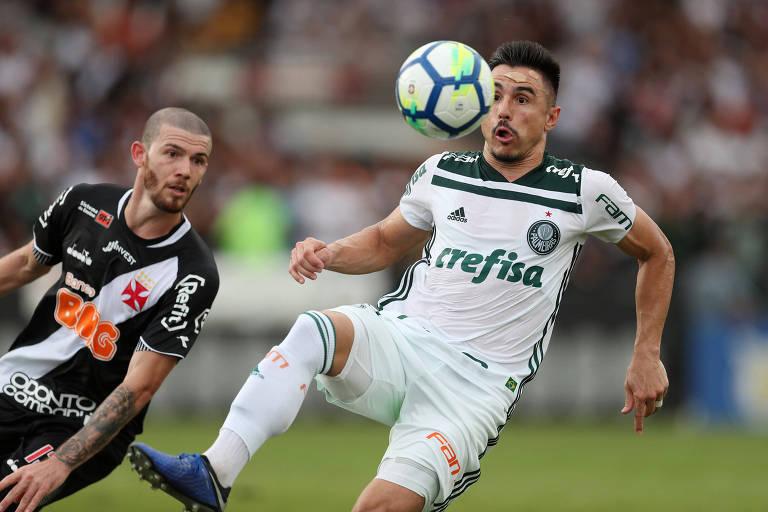 Willian se lesionou na vitória sobre o Vasco, neste domingo (25), que deu o título ao Palmeiras