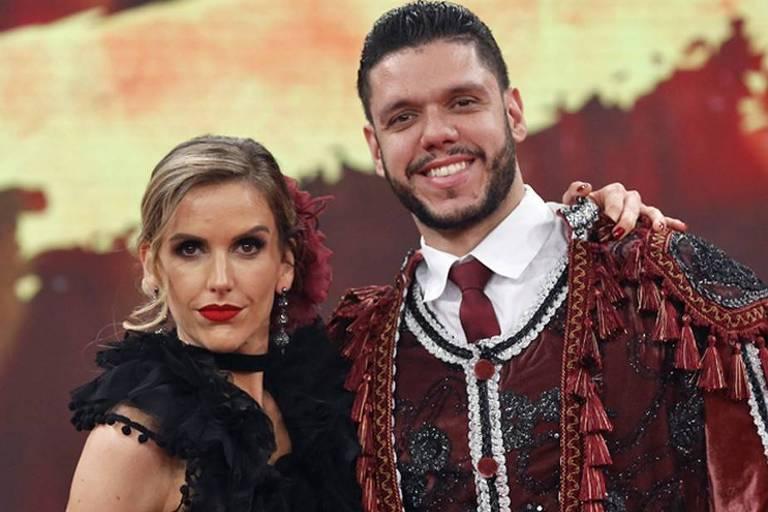 Mariana Ferrão e o coreógrafo Ricardo Espeschit na apresentação de passo doble