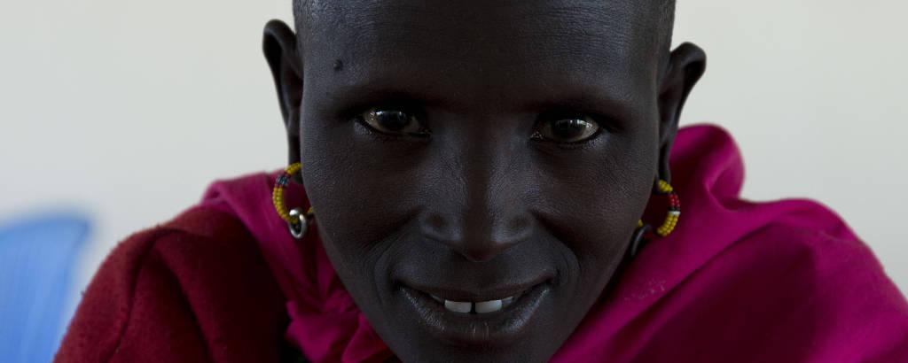 Retrato de queniana feito pelo brasileiro Tuca Reinés