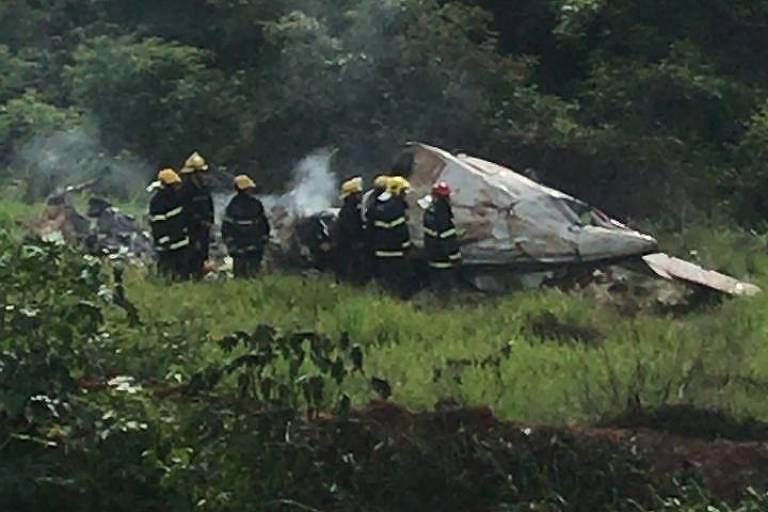 Destroços de avião que caiu em fazenda no norte de Minais Gerais
