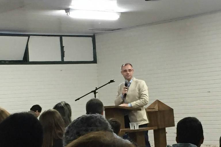 André Mendonça durante culto na Igreja Presbiteriana Esperança de Brasília, onde é pastor