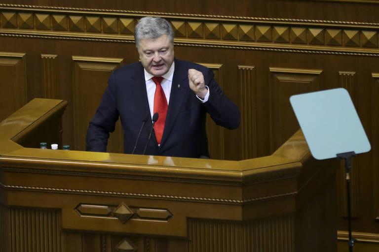 O presidente da Ucrânia, Petro Poroshenko, durante sessão do parlamento que votou a lei marcial