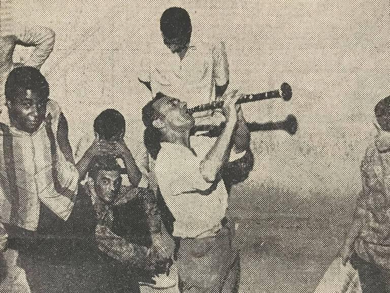 Garçom artista dá show na delegacia após ser detido tocando clarinete na Boca do Lixo, no centro de São Paulo