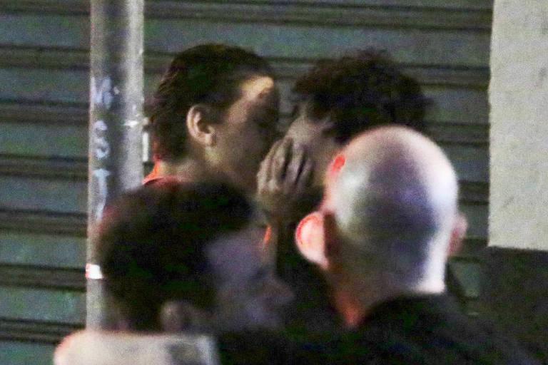 Leandra leal e vista aos beijos com George Sauma saindo do Aniversario de Thais Araujo no Rio de Janeiro
