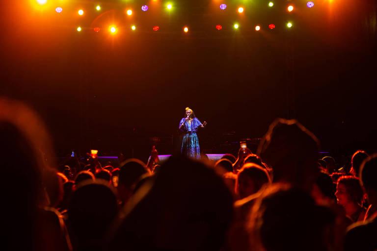 A pernambucana Lia de Itamaracá cantou suas cirandas para uma praça lotada