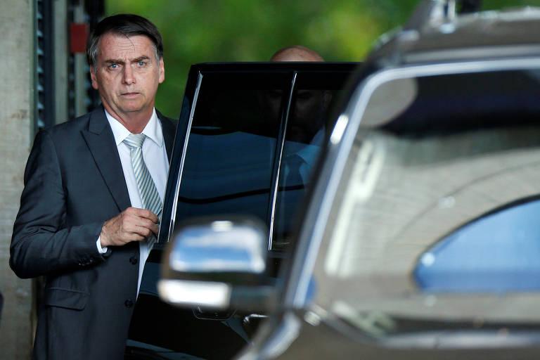 O presidente eleito, Jair Bolsonaro (PSL), ao deixar a sede do governo de transição, em Brasília