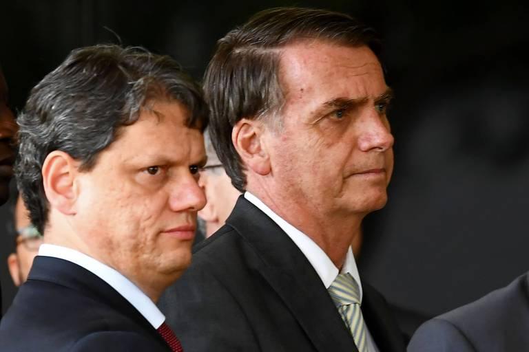 O presidente eleito, Jair Bolsonaro, ao lado de Tarcísio Gomes de Freitas, anunciado como ministro de Infraestrutura