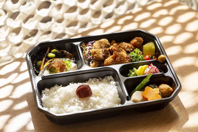 Bentô servido no restaurante temporário da Japan House comandado por Telma Shiaraishi, do Aizomê