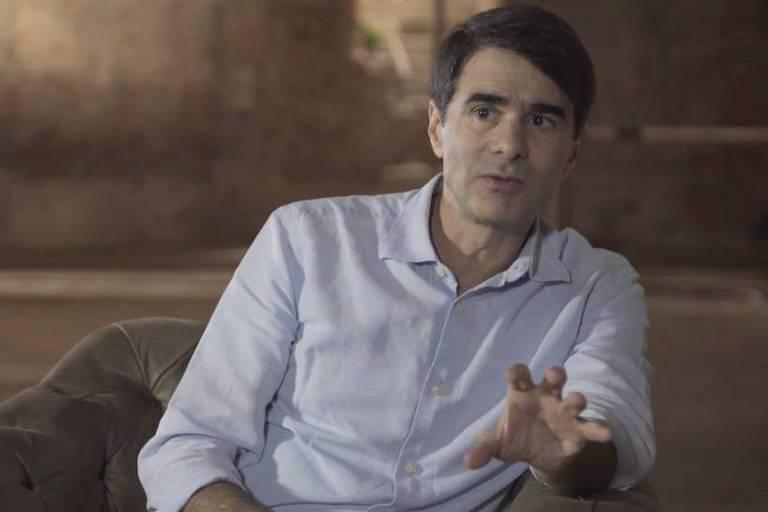 """João Moreira Salles em cena da série """"Nós, os Documentaristas"""", do canal Curta!"""