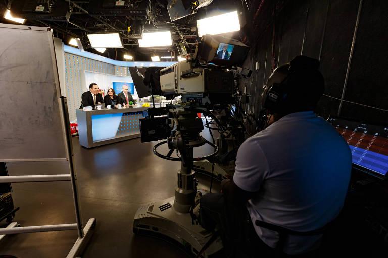Os apresentadores Reinaldo Gottino, Fabiola Reipert e Renato Lombardi do Programa Balanço Geral da TV Record