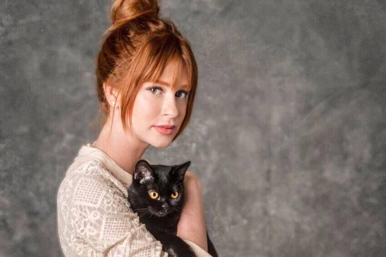Marina Ruy Barbosa com o gato Leon de 'Sétimo Guardião'