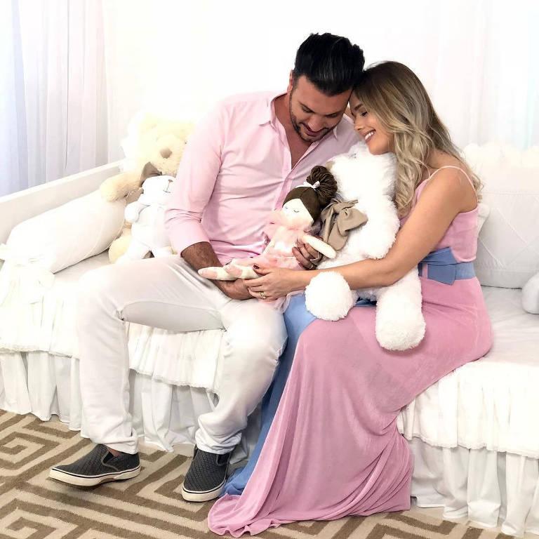 Thaeme e Fábio Elias esperam uma menina