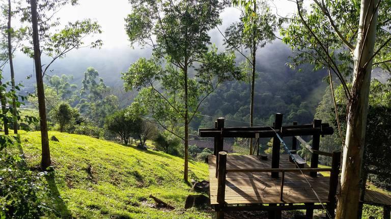 Início da tirolesa La Vista, que passa pelas montanhas no vale do rio Capivari, em São Martinho (SC)