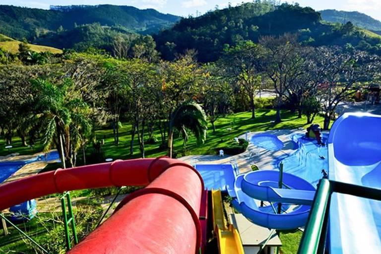 Escorregadores do parque Aquativo, parte do Hotel Termas de Gravatal, em Santa Catarina