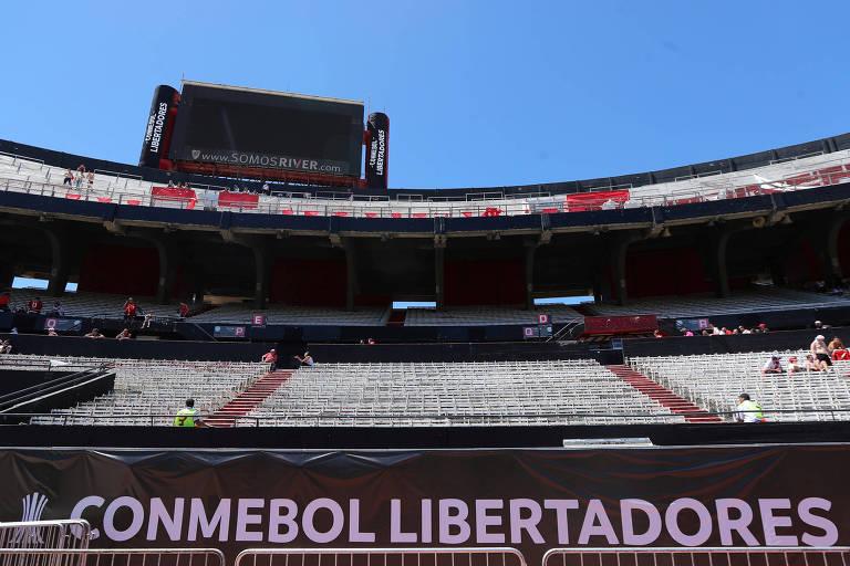 Estádio Monumental de Nuñes, antes da partida que não aconteceu entre River Plate e Boca Juniors.