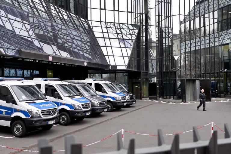 Polícia alemão faz buscas e apreensões em unidades do banco alemão Deutsche Bank