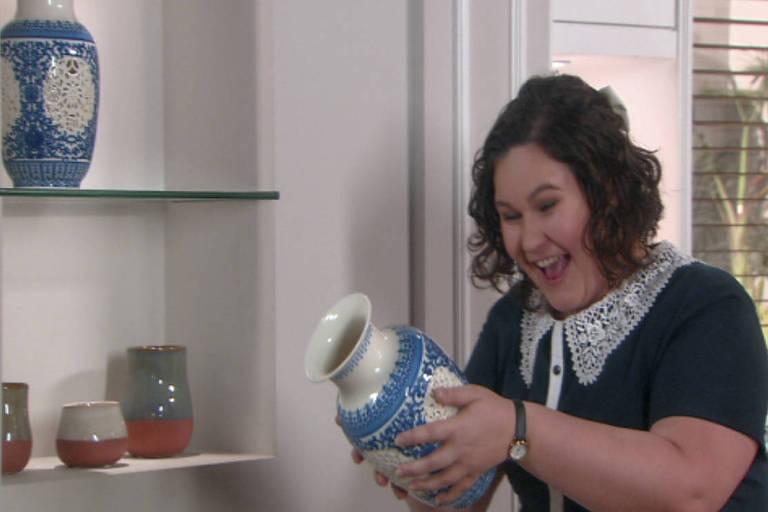 Nanci encontra o vaso desaparecido, mas Luísa a demite