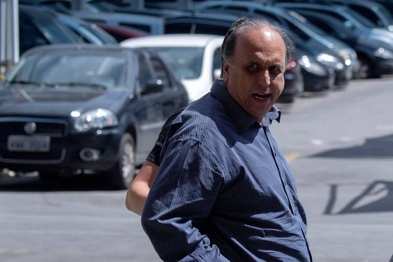 O governador do Rio de Janeiro, Luiz Fernando Pezão (MDB), chega à sede da Polícia Federal após ter sido detido