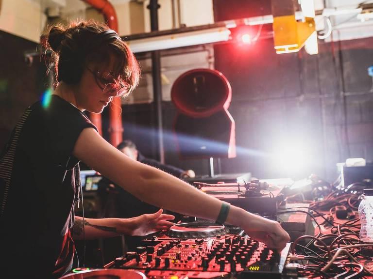 A festa Zonas Limiares, parte do Red Bull Music Festival, que acontece neste sábado (1º)