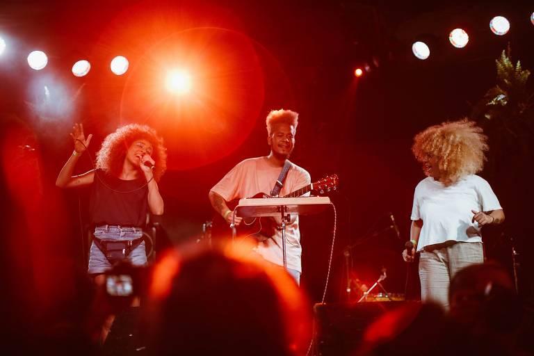 O trio de folk futurista curitibano Tuyo