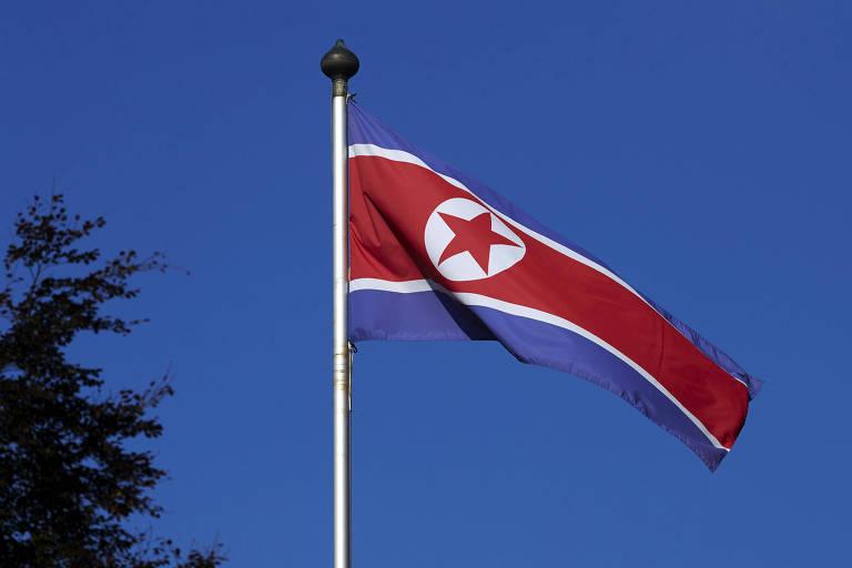 Bandeira da Coreia do Norte, país que está sendo visitado por senadores brasileiros. O Brasil é o único país das Américas e ter uma embaixada em Pyongyang, capital norte-coreana