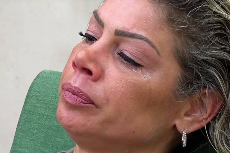 Catia se isola e chora calada após perder prova do fazendeiro; ela acabou expulsa por agressão contra Evandro