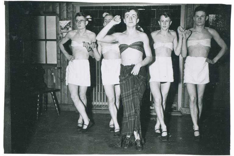 Soldados nazistas vestidos de mulher