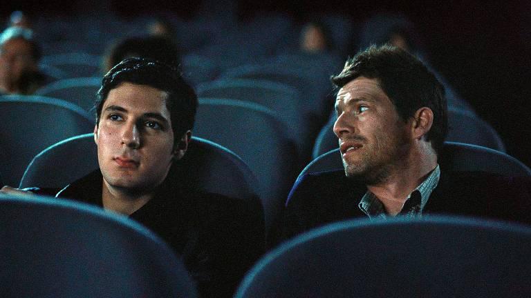 dois homens no cinema