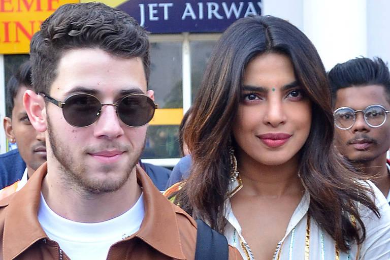 Priyanka Chopra e Nick Jonas desembarcam no aeroporto de Jodhpur