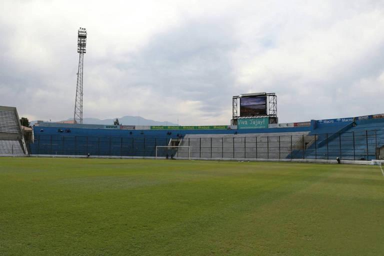 O estádio 23 de agosto fica em Jujuy, no norte da Argentina, e é a casa do Gimnasia y Esgrima local