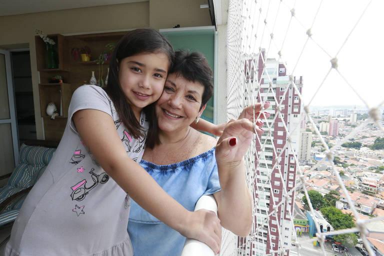 Dona Lourdes vai passar as férias com a neta Maria Luiza e tem tomado alguns cuidados extras com a segurança