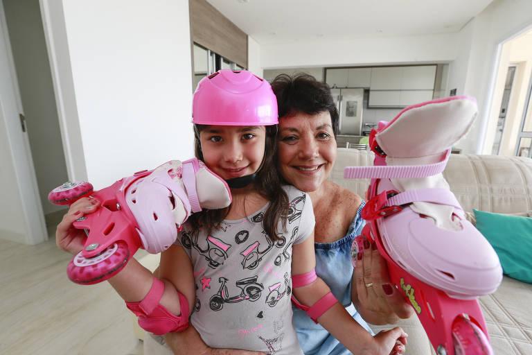 Lourdes Foschini, 64, é avó de Maria Luiza, 7, e cuida da neta todos os dias pela manhã