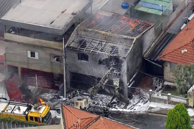 Avião cai em área residencial na zona norte de São Paulo