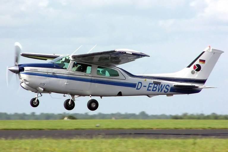 O monomotor Cessna 210, modelo igual ao que caiu nesta sexta (30) na zona norte de São Paulo