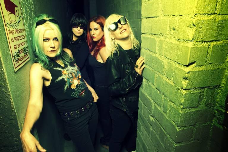 Donita Sparks, Demetra Plakas, Jennifer Finch e Suzi Gardner, da banda L7