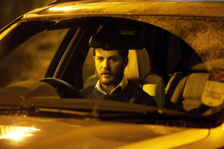 'Locke': um homem dirige por uma estrada à noite, enquanto atende diversas ligações telefônicas pelo viva-voz