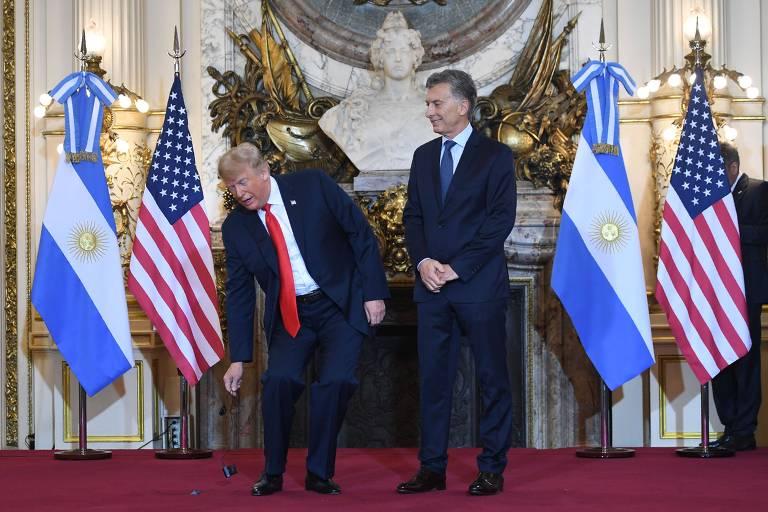 Trump se irrita e joga fora o fone de tradução durante evento do G20