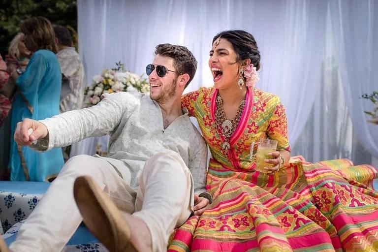 Priyanka Chopra e Nick Jonas durante a cerimônia do Mehendi, um dia antes do casamento, na Índia