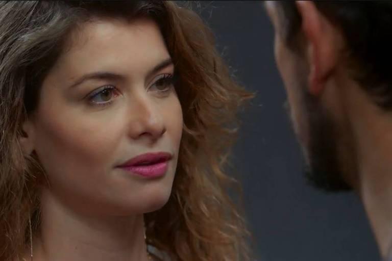Alinne Moraes e João Vicente de Castro em cena de 'Espelho da Vida'