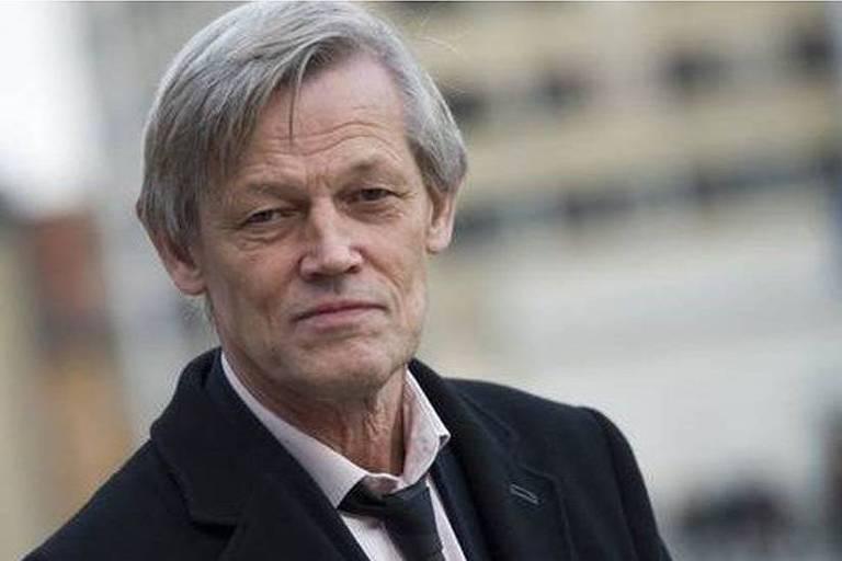 Retrato do juiz Carsten Helland de terno e gravata